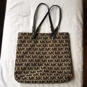 Michael Kors Handbag 💛